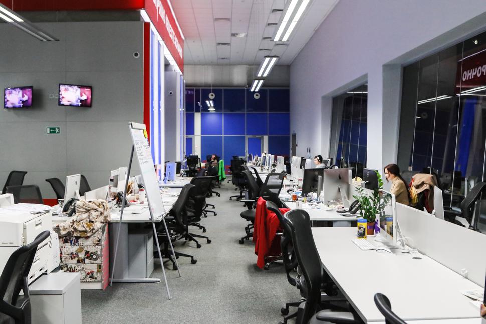 Российский телеканал всем показал: новости приблизят к блогерскому формату (7 фото)