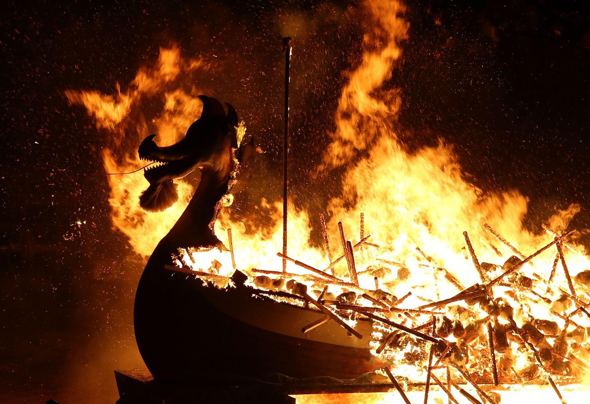 Драккар в огне.