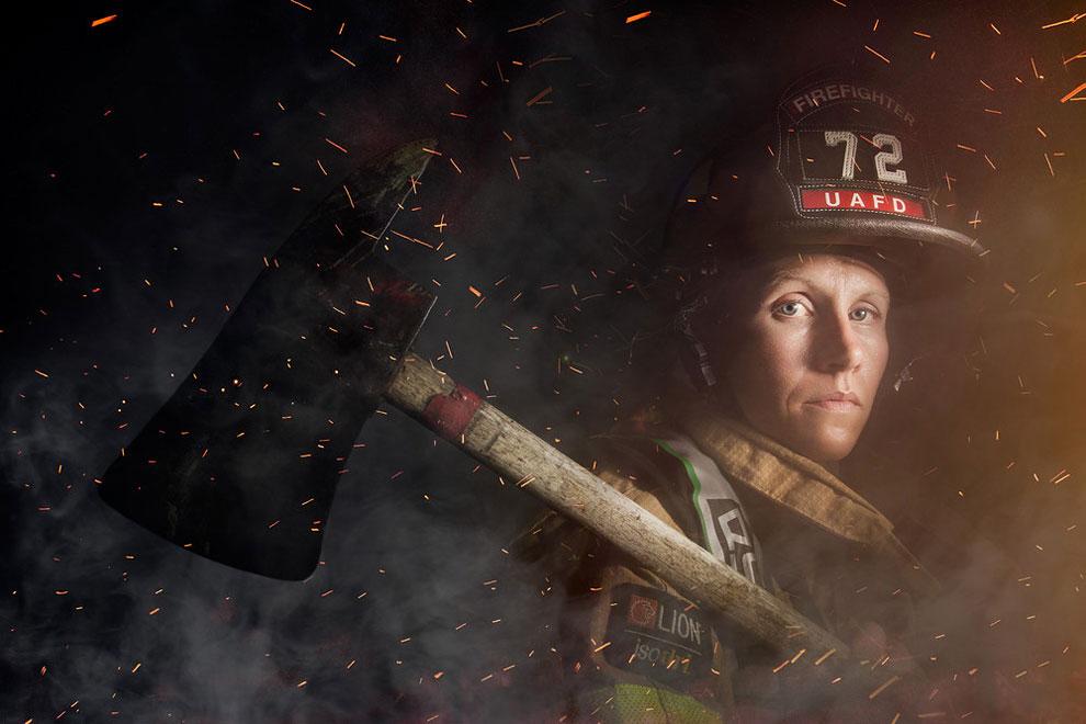 Женщина-пожарный Минди Гэбриэл из Верхнего Арлингтона, Огайо. Фотограф много снимает для фармацевтич