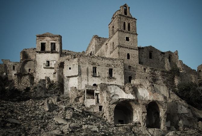 13. Сьюэлл — ныне необитаемый шахтерский городок в Чили, расположенный высоко в Андах.