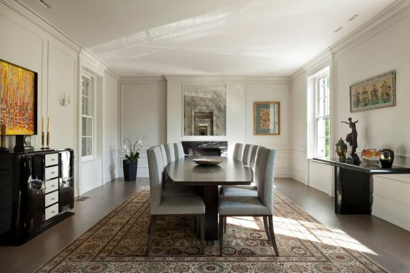 Просторная столовая: 7 метров в длину и 5 в ширину.