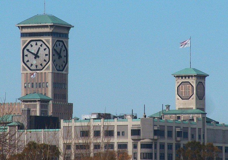 Диаметр всех четырёх циферблатов этих невероятных часов равен 12,25 метра, а возвышаются они с в