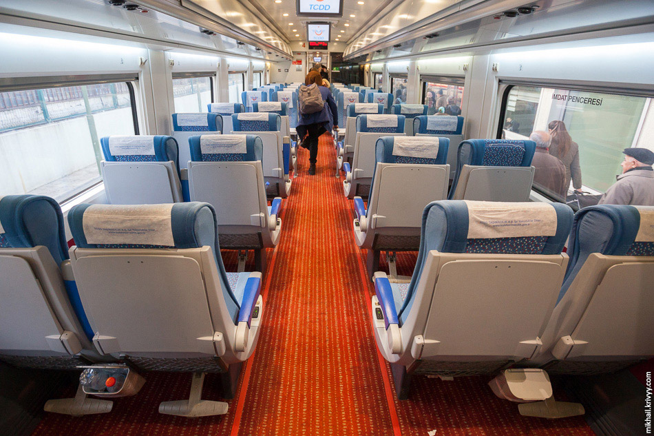 19. Поезд немного снижает скорость в районе стыковки трех направлений — Стамбул, Анкара и Конья