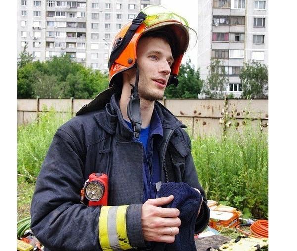 Пожарный Петр Станкевич пожертвовал жизнью, чтобы спасти шесть человек (6 фото)