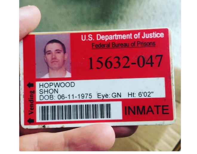 Находясь в заключении, Хопвуд работал в тюремной юридической библиотеке, где сумел написать ходатайс
