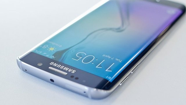 Самсунг внедрит цифрового ассистента вGalaxy S8