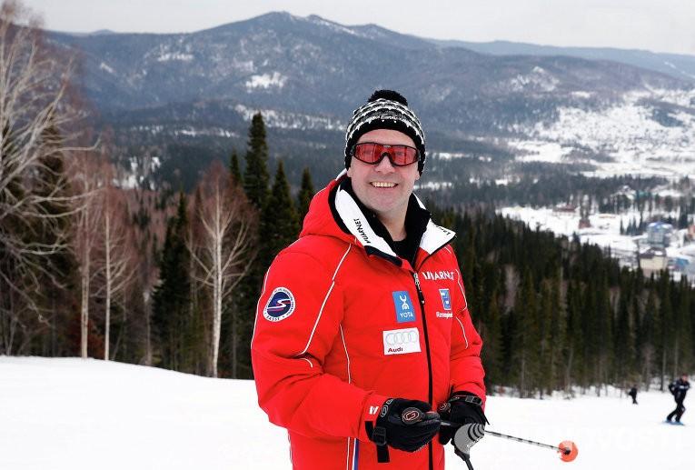 Заболевший гриппом Д. Медведев отдыхает нагорнолыжном курорте