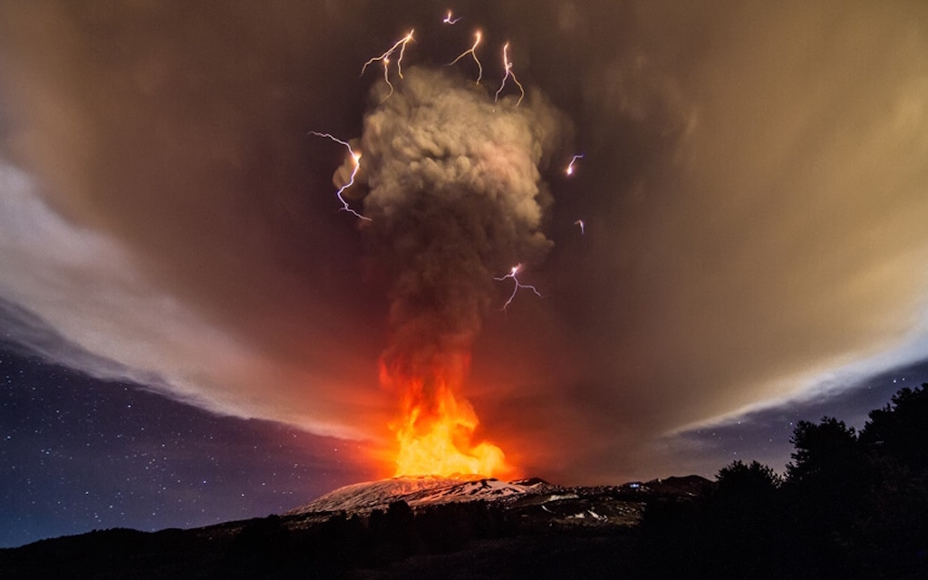 Unique Photographs of Etna Vulcan in Eruption (8 pics)