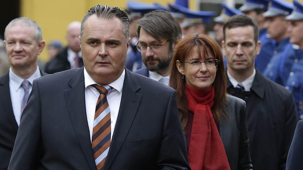 С 13 мая 2015 года министерством обороны Словении руководит Андрея Катич