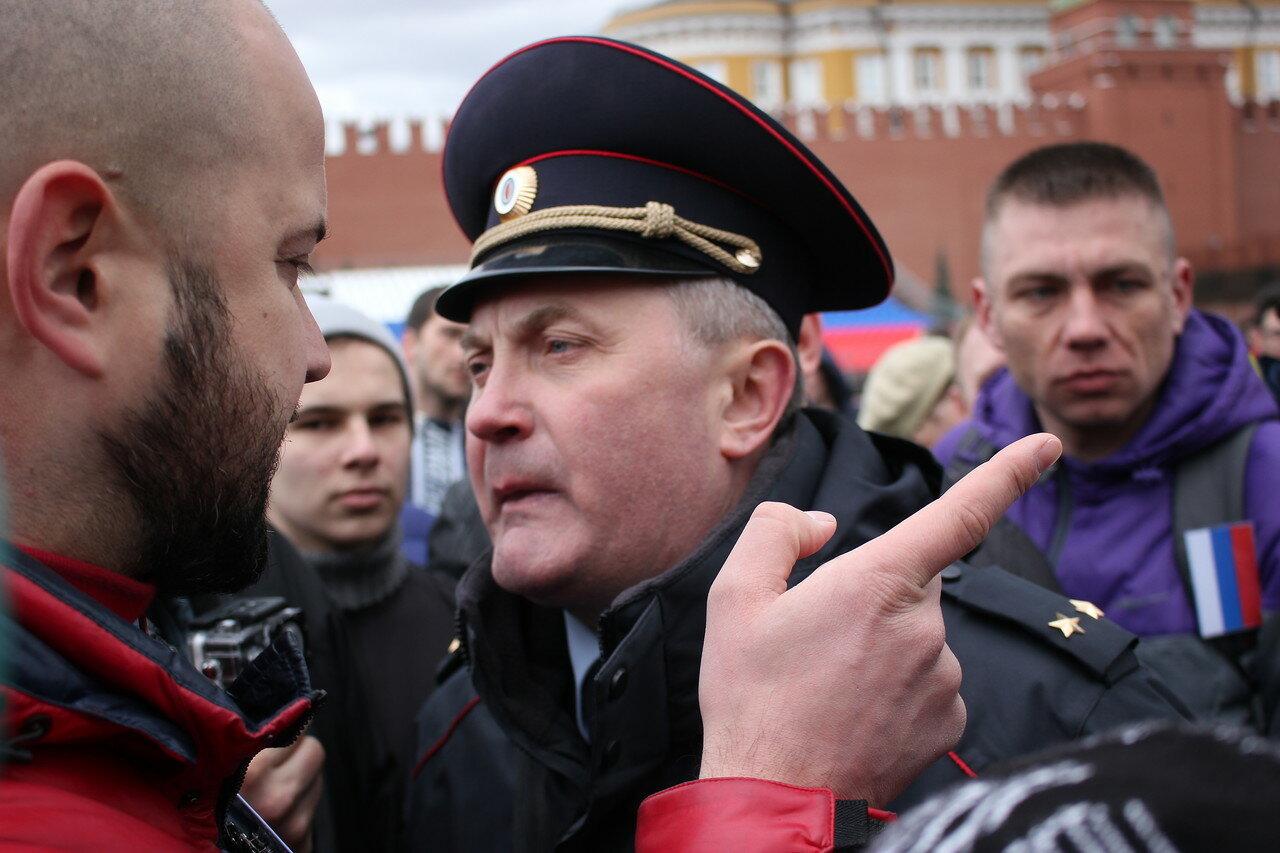 полицейские попытались задержать представителя «Новой оппозиции» Романа Ковалева