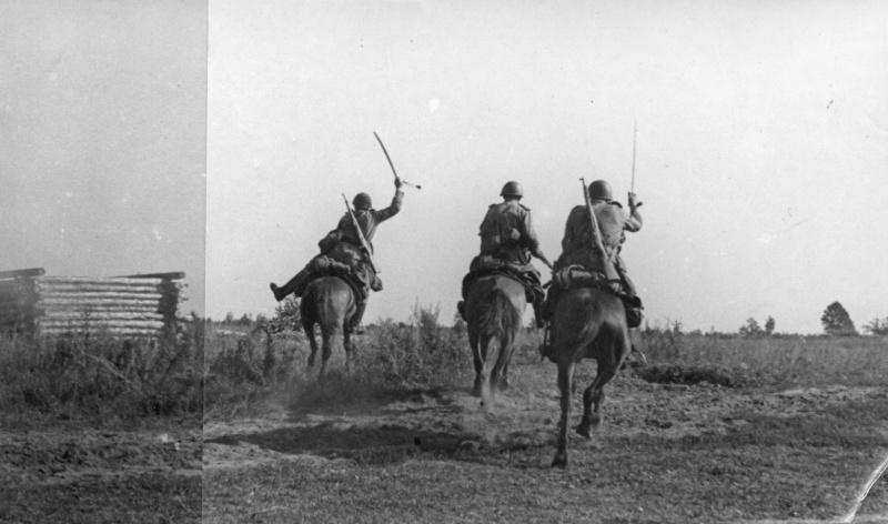 Конники 2-го гв. кав. корпуса врываются в село, занятое противником. 08.43.jpg