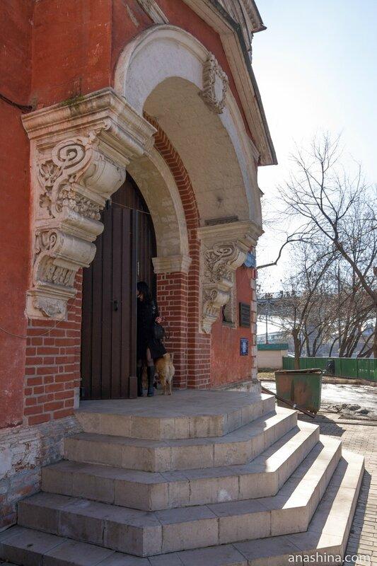 Главный вход, палаты Аверкия Кириллова, Москва