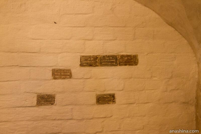 Кирпичи с печатями, палаты Аверкия Кириллова