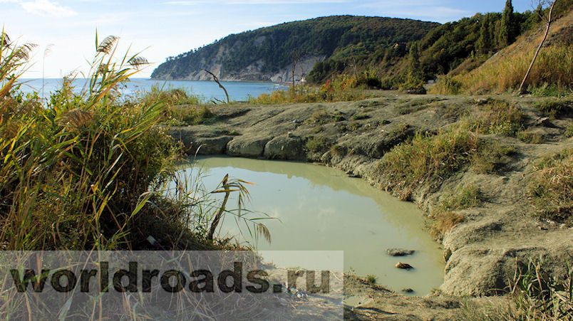 Озеро голубой глины в бухте Инал