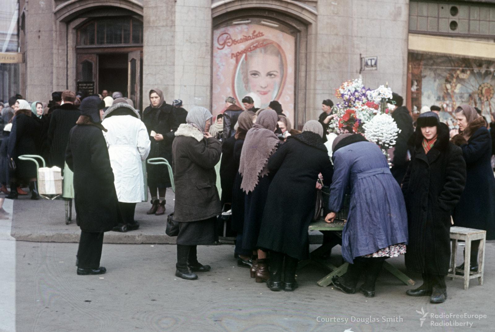 86. На площади Свердлова