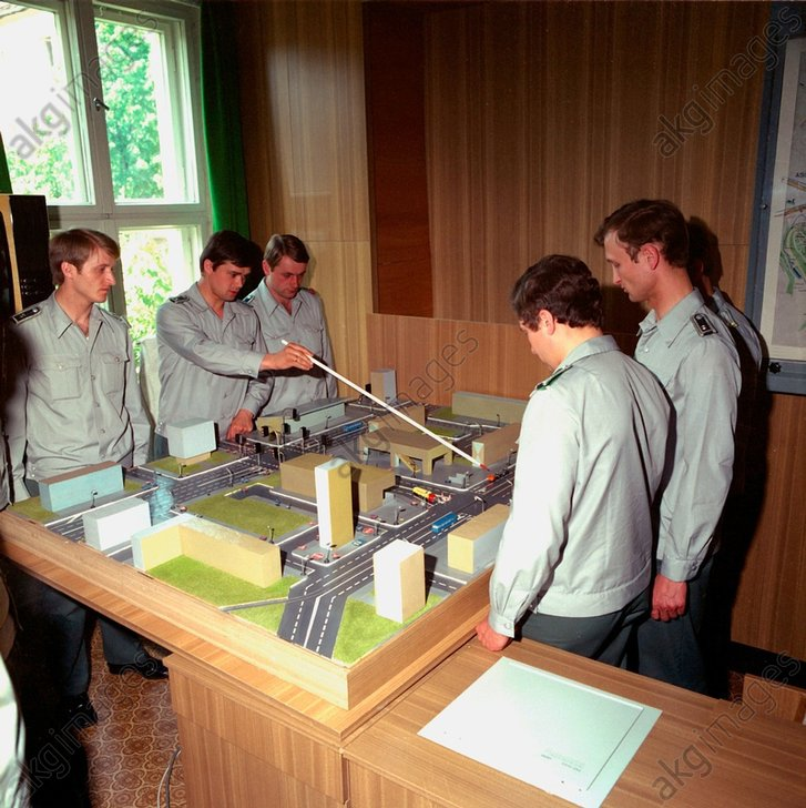 DDR-Volkspolizei/ Ausbildung / Foto 1984 - -