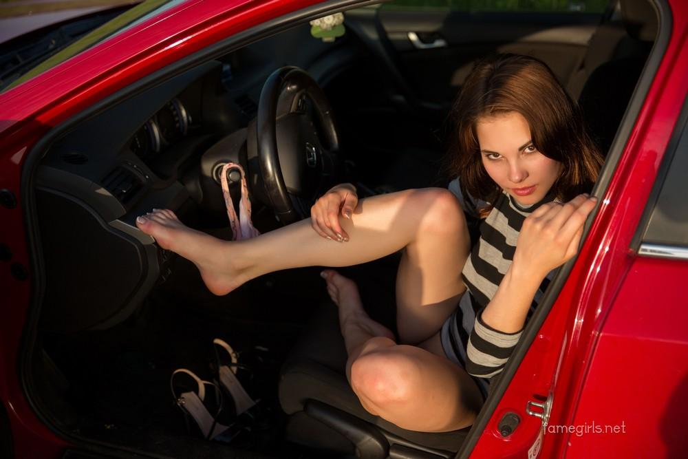 Diana хулиганит на дороге