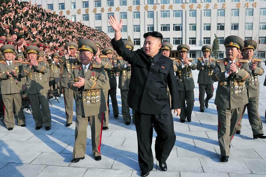 Ким Чен Ын и военные.png