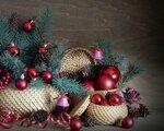 christmas_decorations_balloons_thread_needles_cones_bells_baskets_ribbon_41128_1280x1024.jpg
