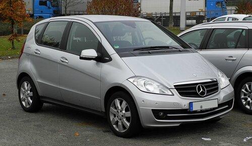 Mercedes-Benz_A_160_BlueEFFICIENCY_Serienausstattung_(W_169,_Facelift)_–_Frontansicht,_13._November_2011,_Heiligenhaus.jpg