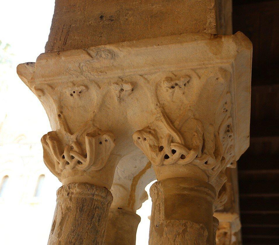 Чефалу. Дуомо. Колонны монастырского двора (Chiostro della Cattedrale)