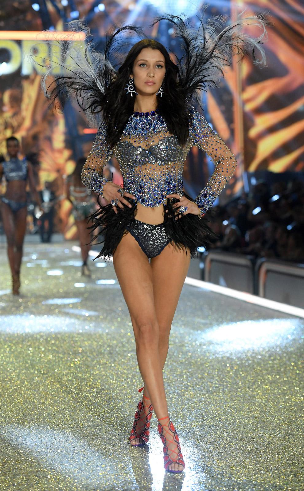 27. Шоу Victoria`s Secret 2016, Париж, 30 ноября. (Фото Dimitrios Kambouris):