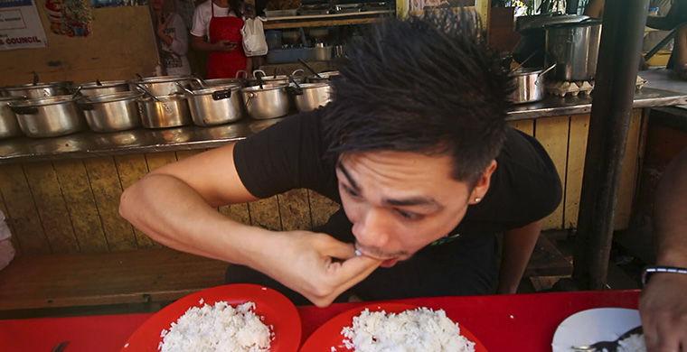 2. Они не пользуются ножом во время еды Столовый нож подают разве что в дорогих ресторанах. Еду разд