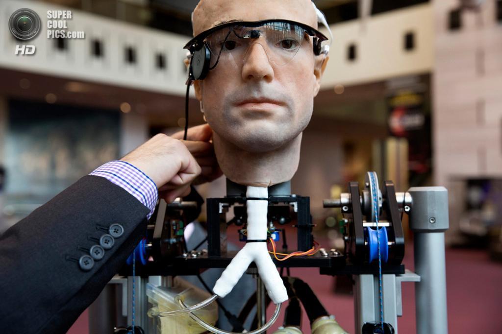 США. Вашингтон. 17 октября. Первый в мире «бионический человек» — робот, полностью сделанный из