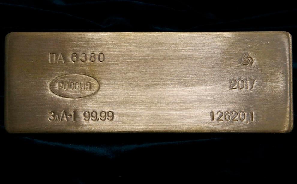 Фирменным способом дележа золота было разрубание его на куски топором. Потрясли следователей и