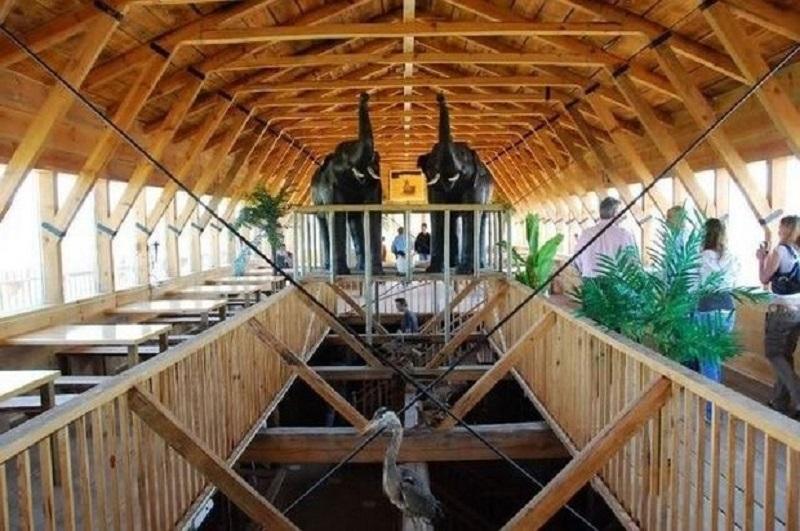 Этот монстр уже был признан крупнейшей в мире каркасной деревянной структурой. На его постройку потр