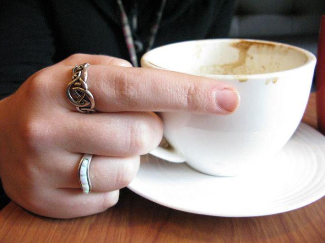 Если вы пьете кофе с бедуинами на Ближнем Востоке — встряхните чашку, когда допьёте напиток. П