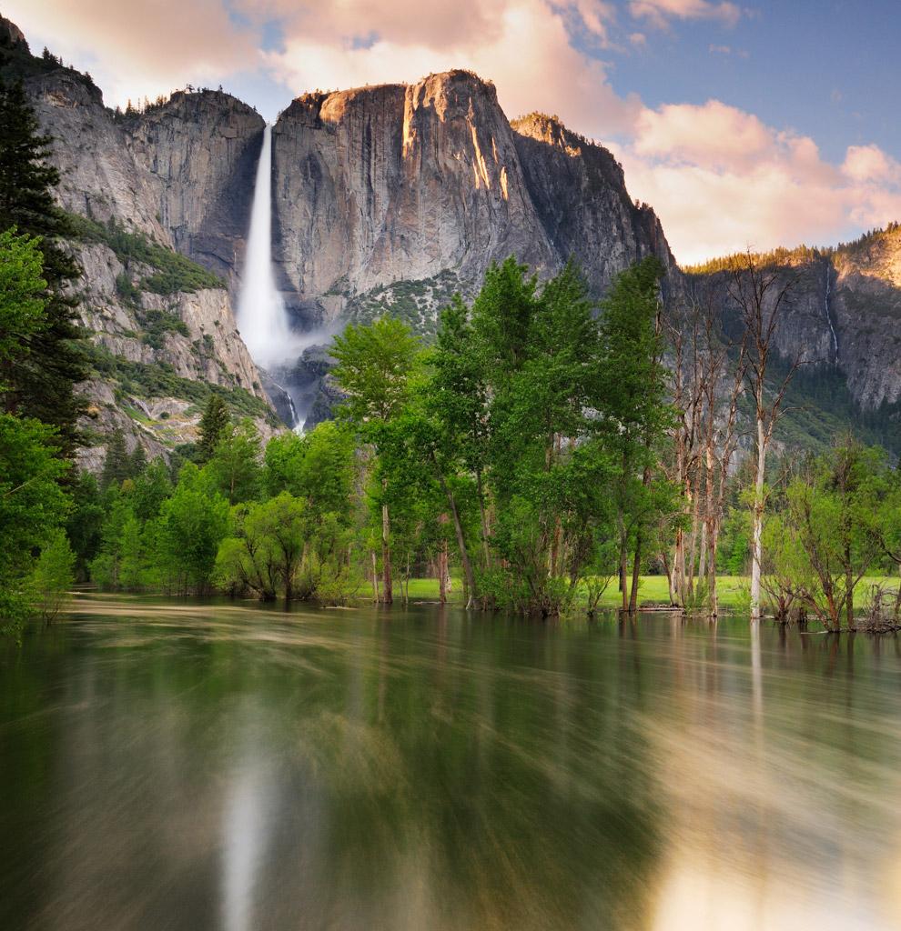 Высота верхнего, доходящего до первой террасы водопада Аппер-Йосемити, составляет 435 метров, а