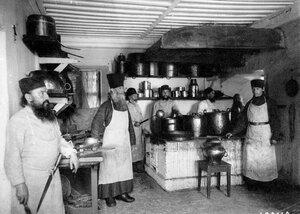 Приготовление пиши в монастырской кухне.