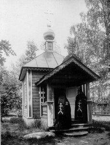 Схимники на крыльце Успенской часовни.