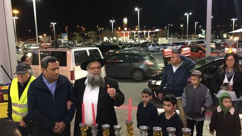 Евреи всего мира вэти дни отмечают Хануку