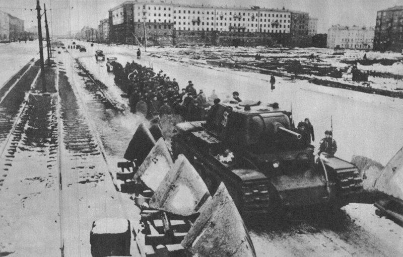 Противотанковые надолбы на Московском шоссе. 1942 г.