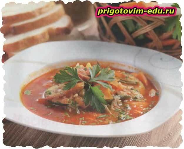 Рисовый суп с беконом и фасолью