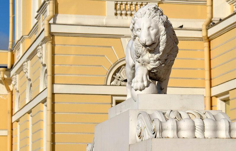 Левый лев...