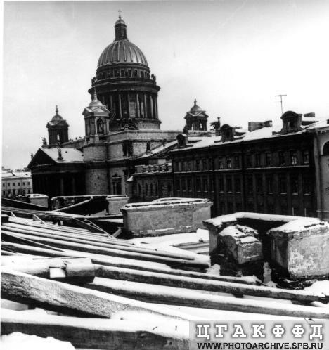 1976-77реконструкция крыши манежа.jpeg