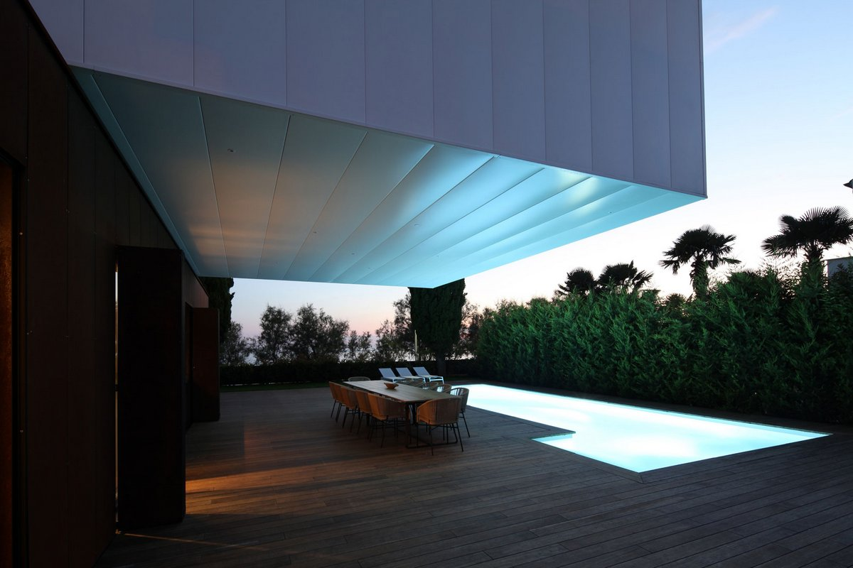 Подсветка бассейна в частном доме