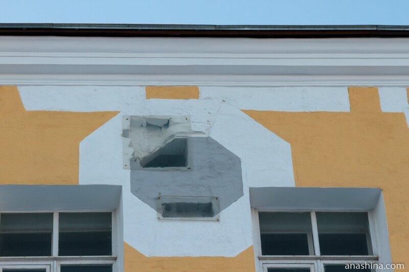 Первоначально здесь было окно, Дефортовский дворец