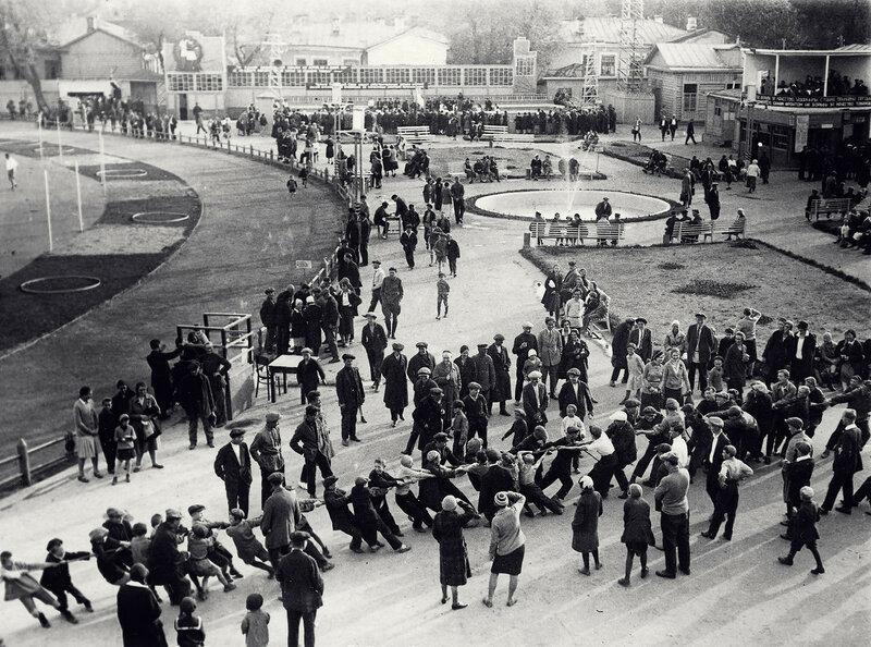 558570 На открытии стадиона СКИГ 1932.jpg