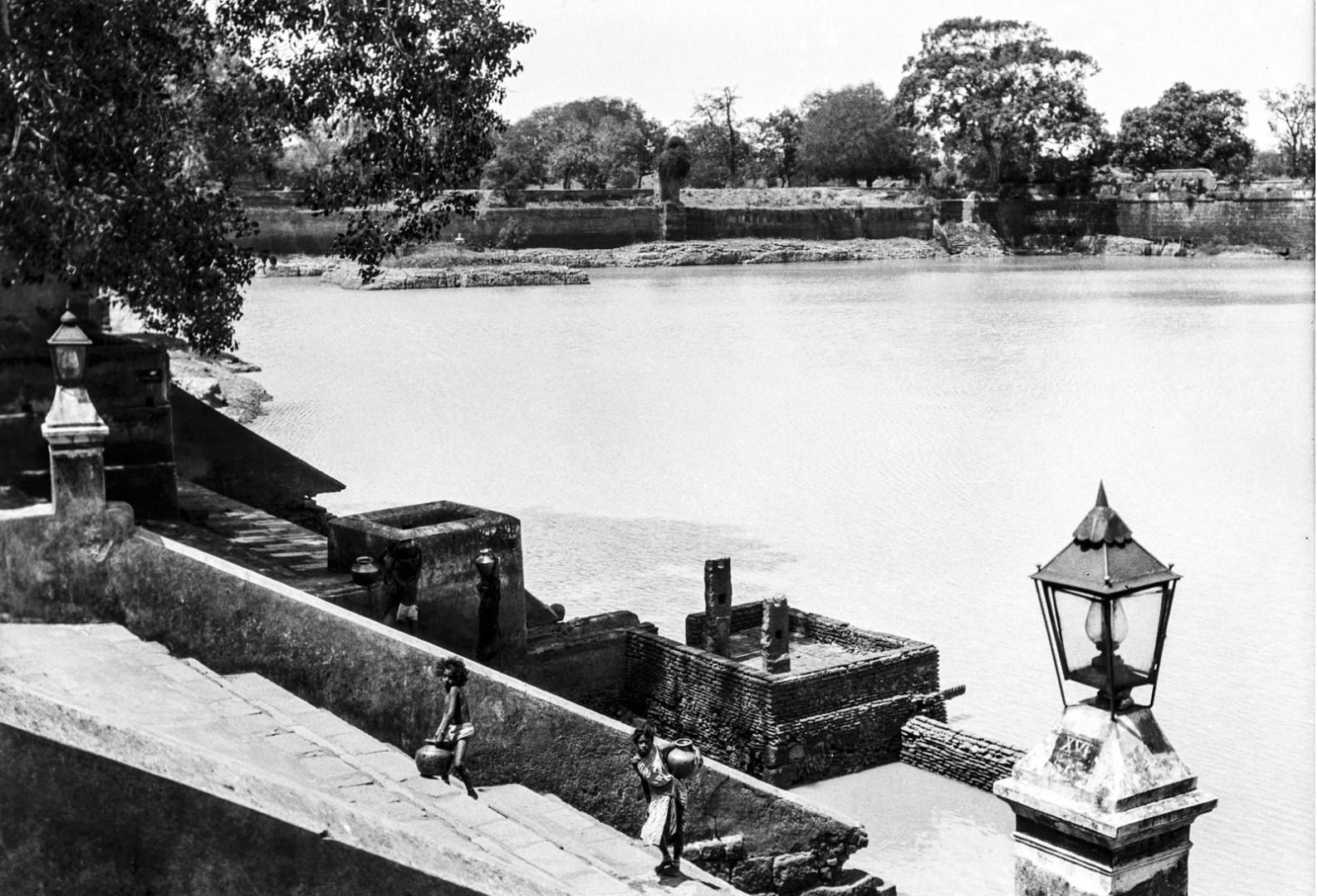 469. Мадрас. Вид храмового пруда