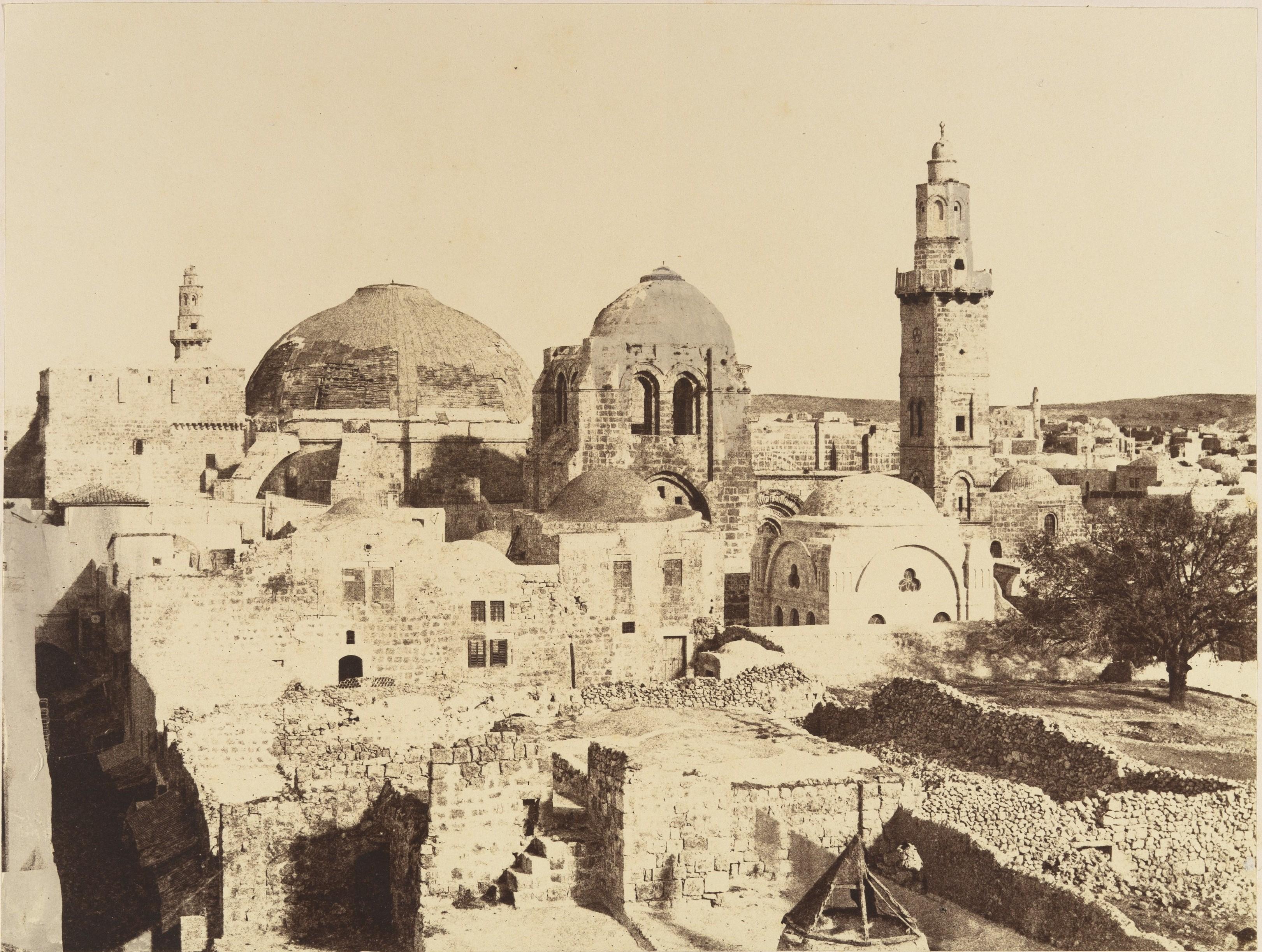 Текущее состояние купола храма Гроба Господня и минарет Омара