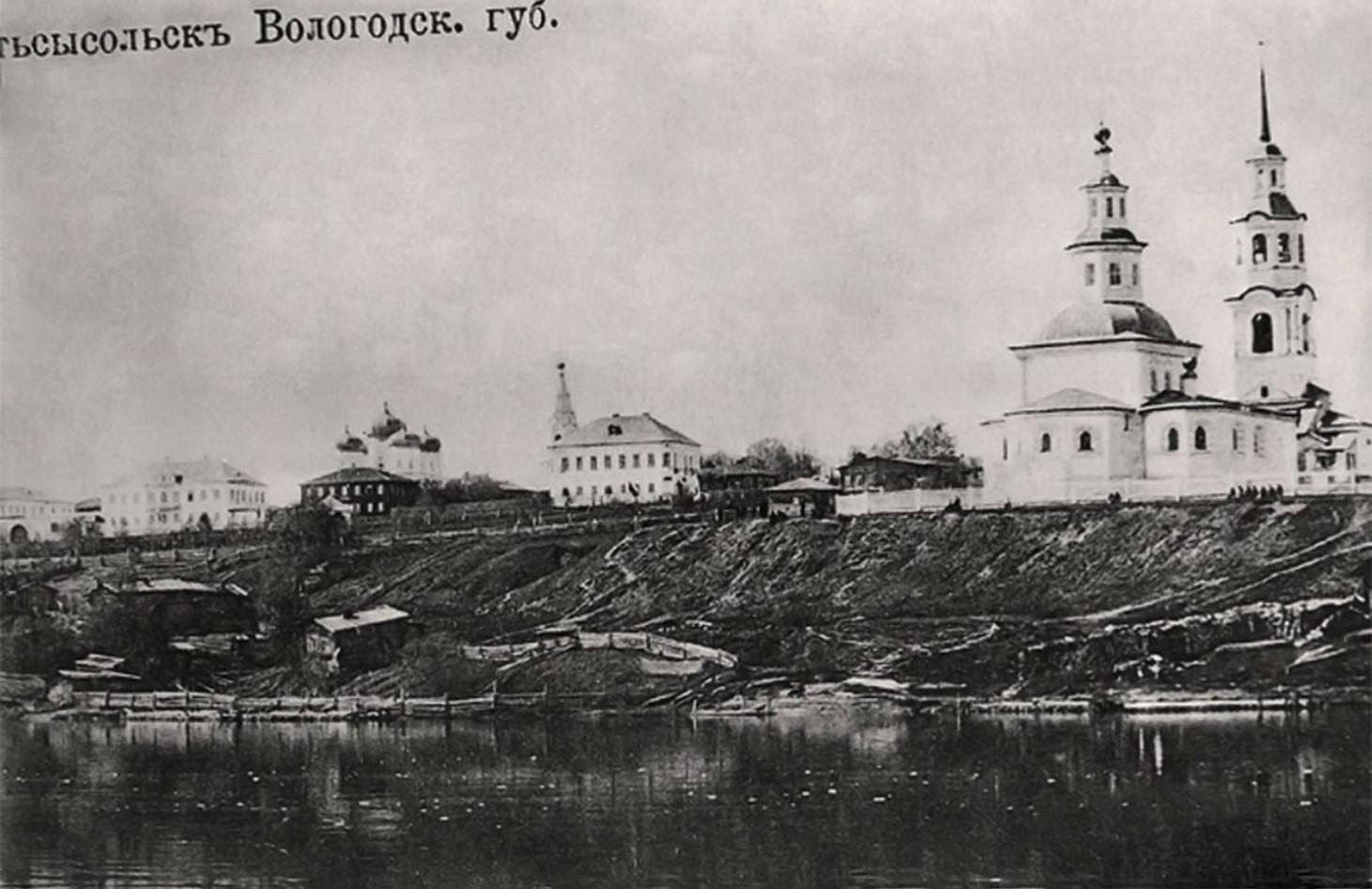 Троицкий собор с другого берега