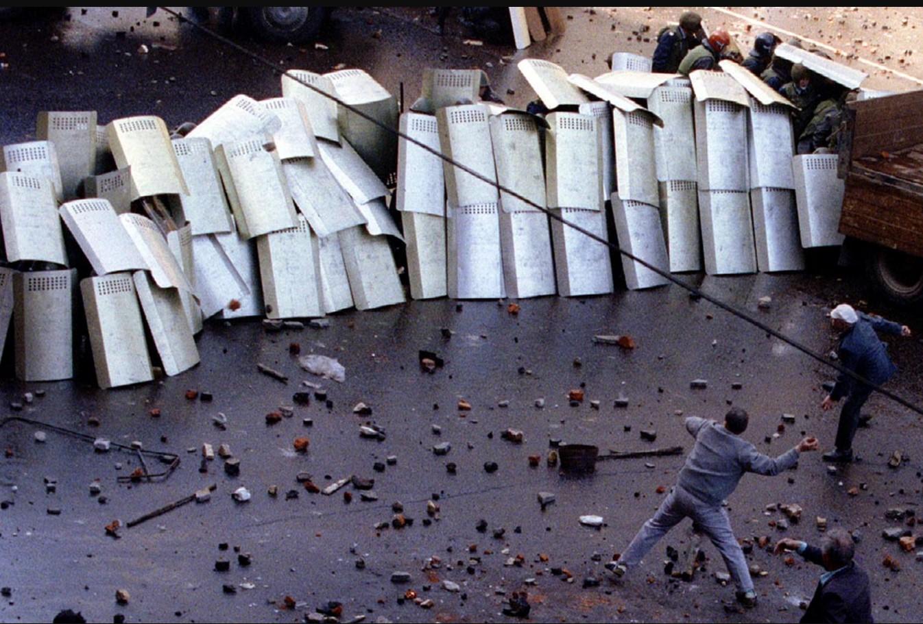 Столкновения участников демонстрации коммунистов с милицией и внутренними войсками. Москва, 1 мая 1993