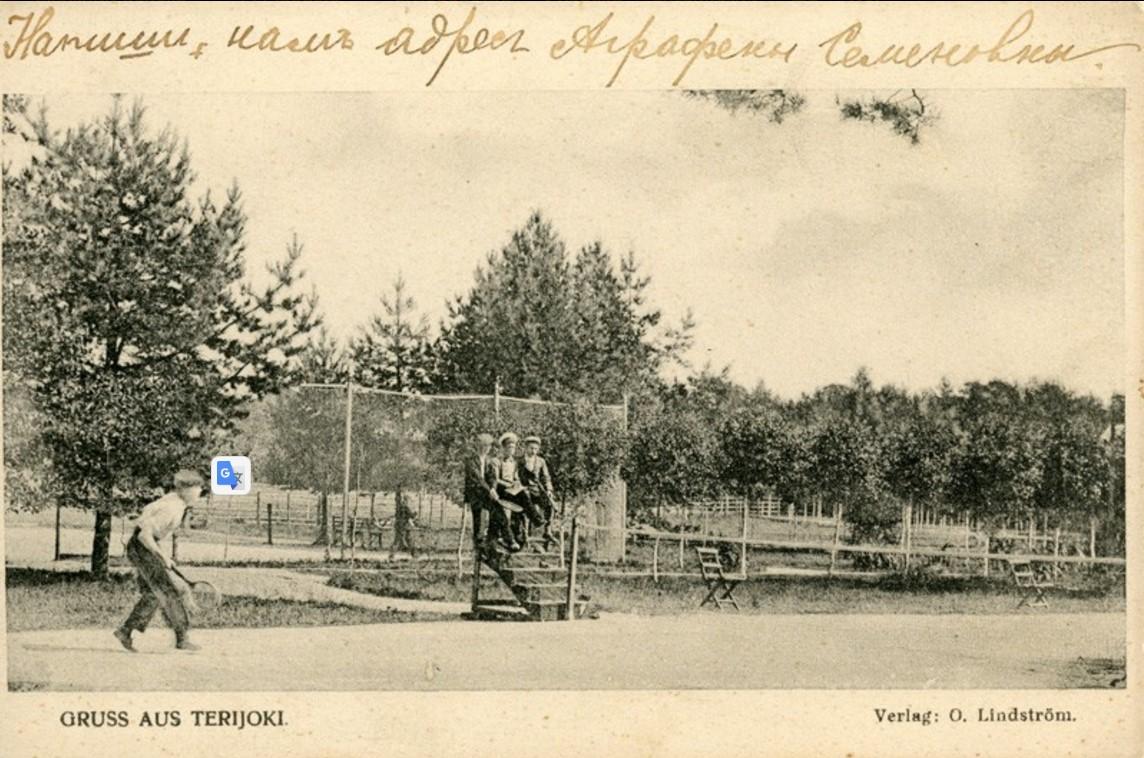 Игроки на теннисном корте