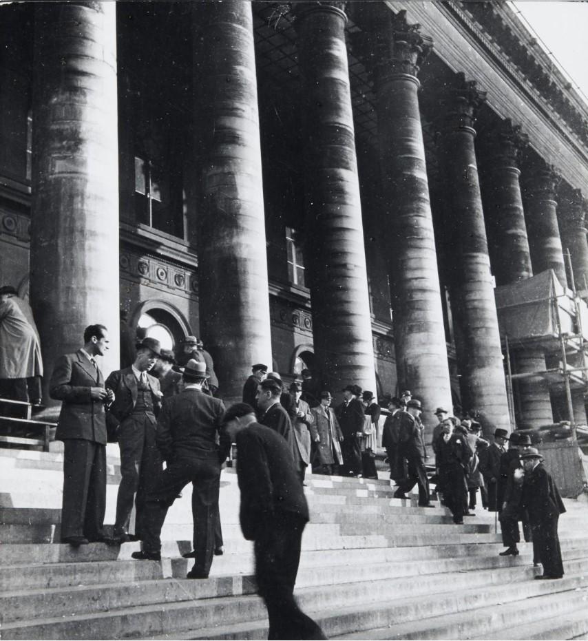 1937. Биржа. Париж