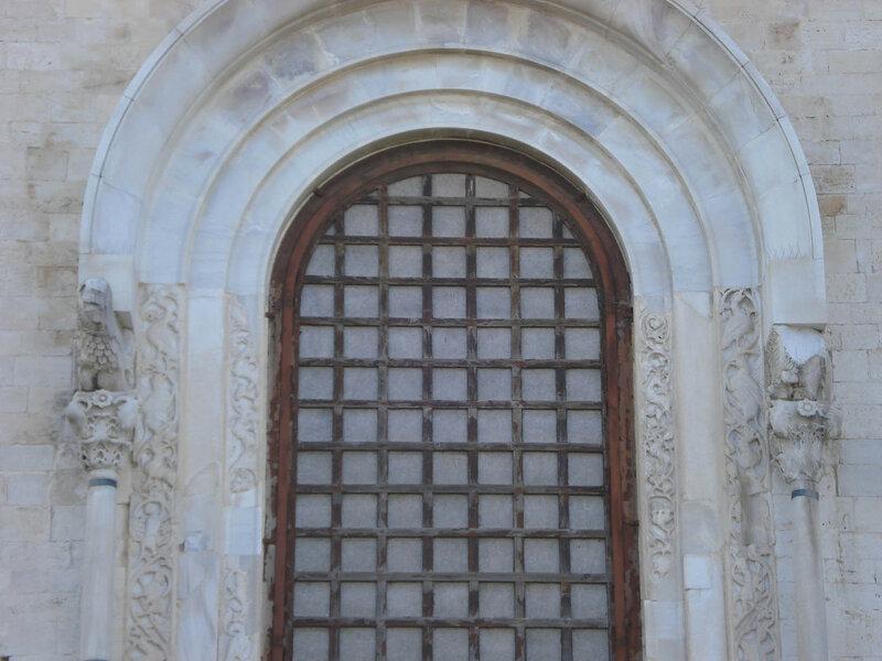046-восточное окно (верхняя часть).jpg