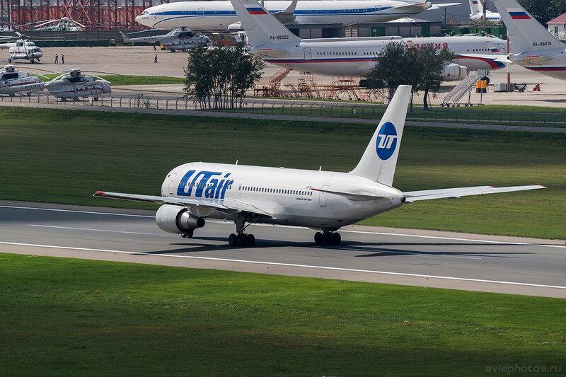 Boeing 767-224/ER (VP-BAL) ЮТэйр D805390